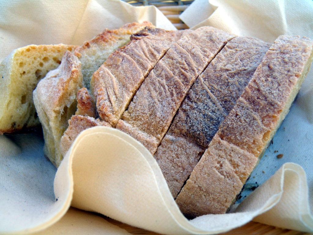 トラットリア「Ai Lumi」パン