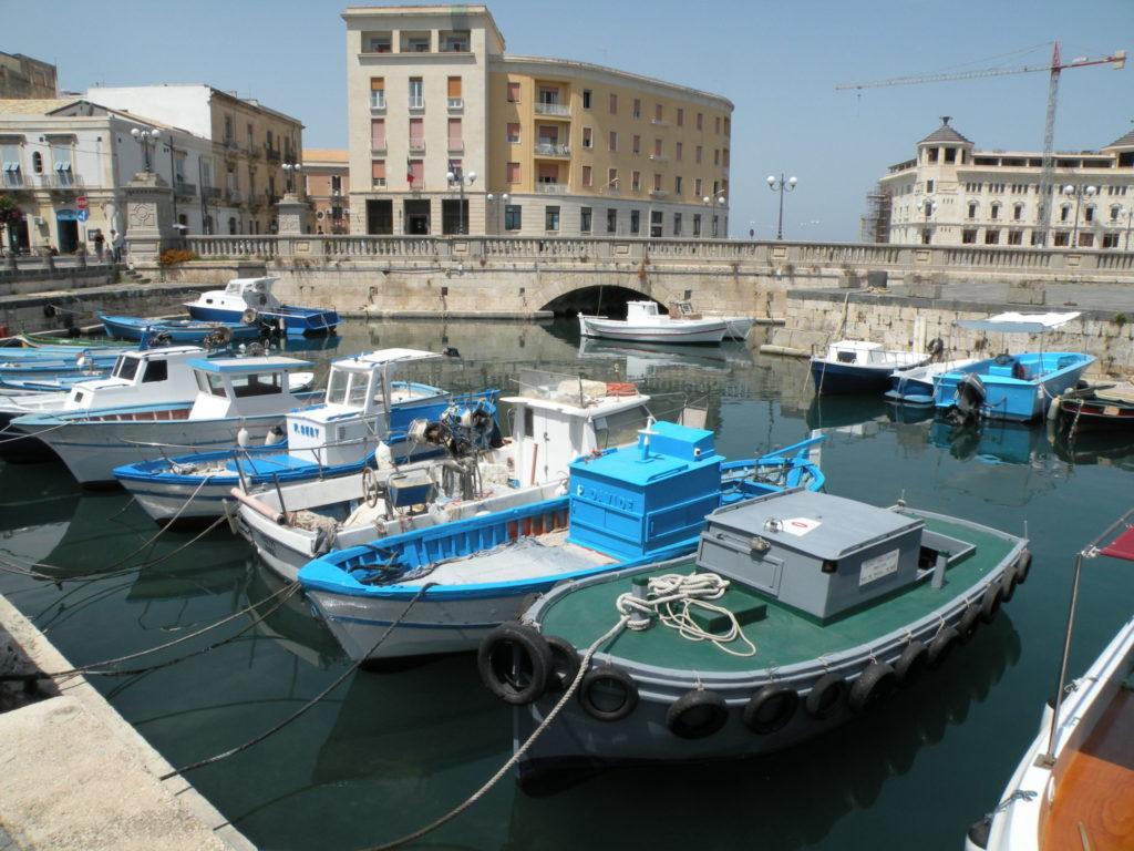 シラクーザの港