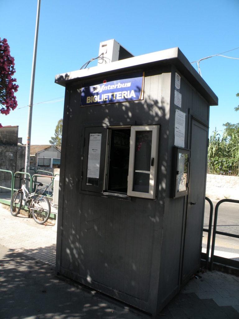 シラクーザのバス停1