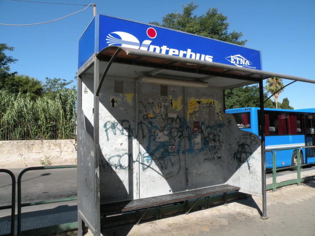 シラクーザのバス停2
