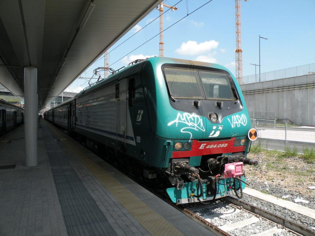スルモーナ行きの快速列車