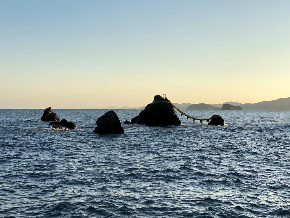 二見輿玉神社の象徴 夫婦岩
