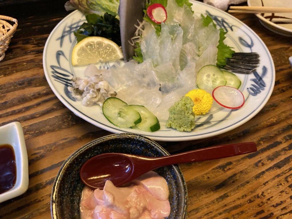 広島酒呑童子 飲み比べセットとカワハギの刺し身
